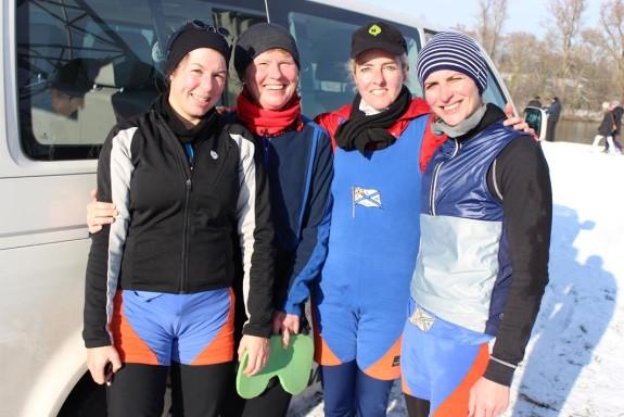 Der siegreiche Frauen-B-Vierer (von links): Simone Kegler, Dr. Evelin Schöpplein, Simone Haubrich. und Kathrin Rompel. Nicht auf dem Bild Stm. Lothar Rompel