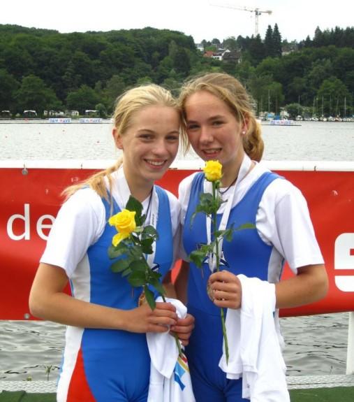 v. l.: Lea Emmel und Sophia Krause: Start-Ziel-Sieg im leichten Doppelzweier