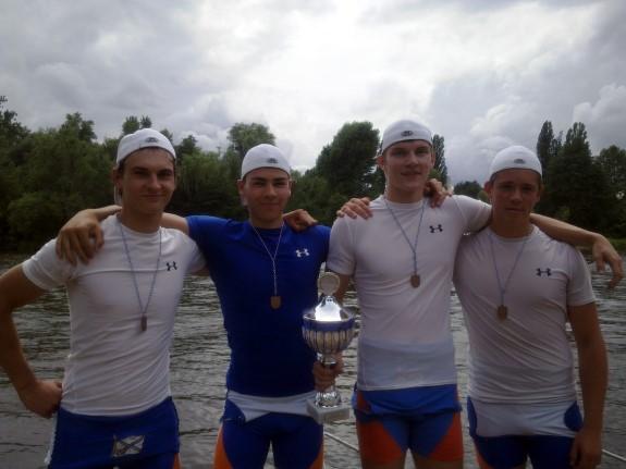 Der siegreiche Doppelvierer mit Yannik von Keitz, Philipp Krekel, Philipp Kappes und Jurek Scheuer (v.l.) gewann den Ehrenpreis