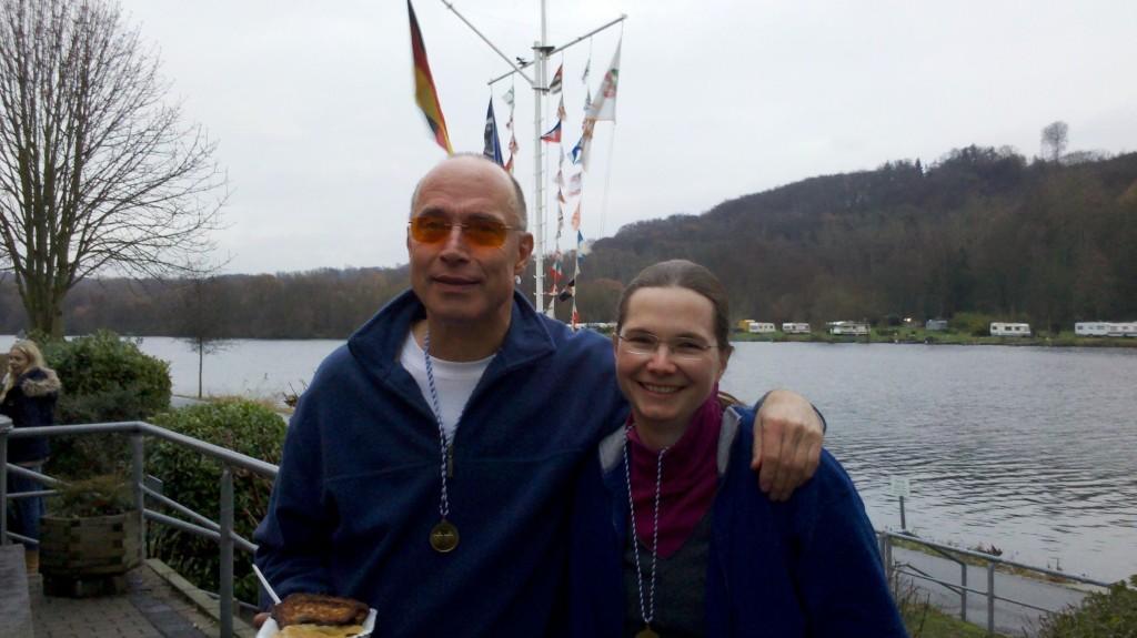 Nach getaner (Ruder-)Arbeit: Dr. Klaus Schuy und Dr. Jutta Will vom Limburger Club für Wassersport bei der Nikolausregatta in Essen-Kettwig.