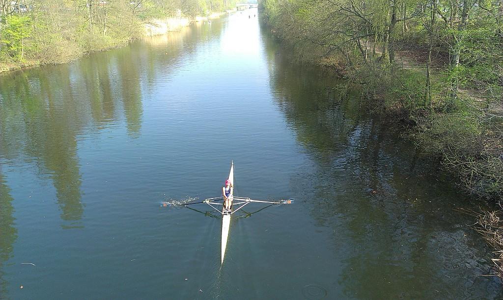 Lea Nassal jagt mit hoher Schlagzahl über den Kanal. (Quelle: Cara Pakszies)
