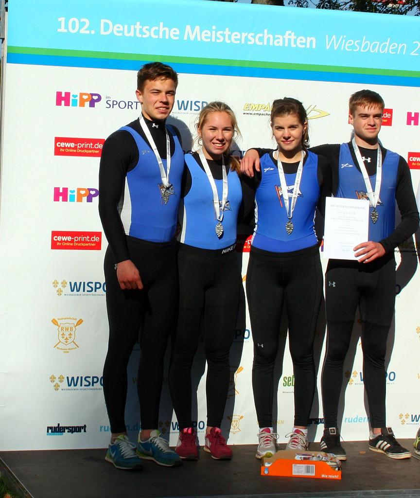 Einen zweiten Platz im A-Junioren Doppelvierer holten (von links nach rechts): Nils Krause, Sophia Krause, Lena Fritz, Simon Schmitt