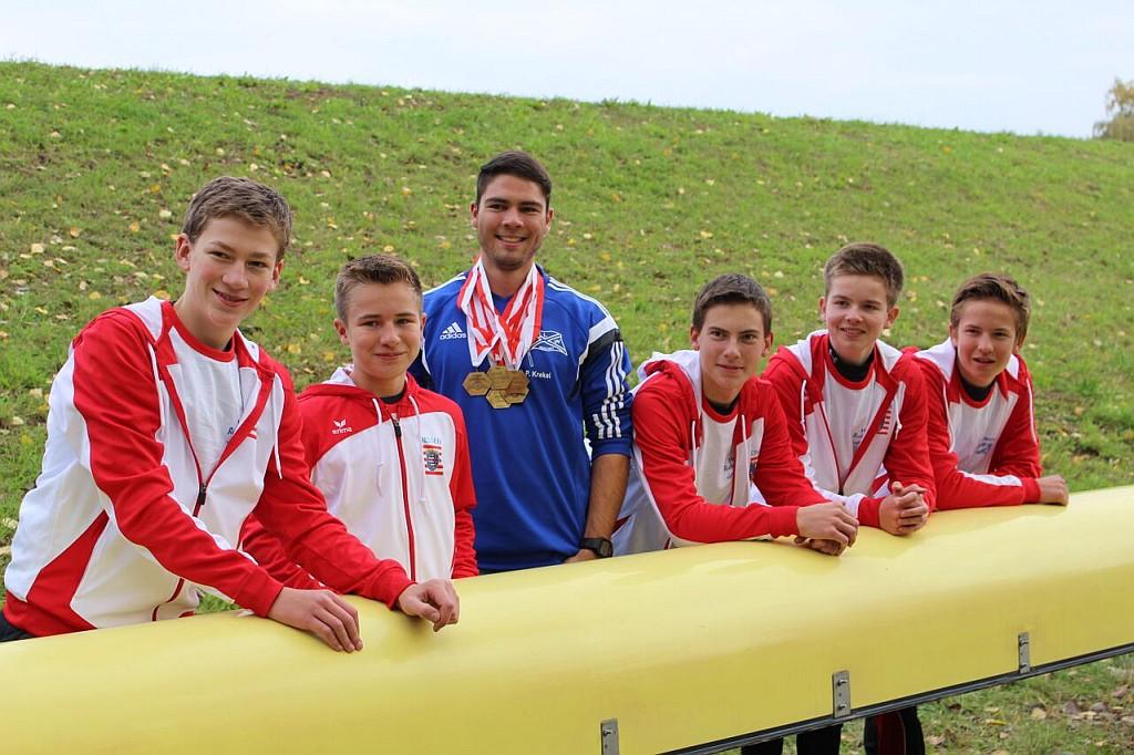 Der Siegreiche Jungen 4er (von links): Marc Hinrichs, Stm. Moritz Krause, Trainer Philipp Krekel, Florian Bendel, Tim Borchert, Max Krause