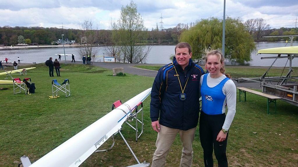 Trainer Martin Rieche und die Gewinnerin des B-Finales Sophia Krause (v.l.)