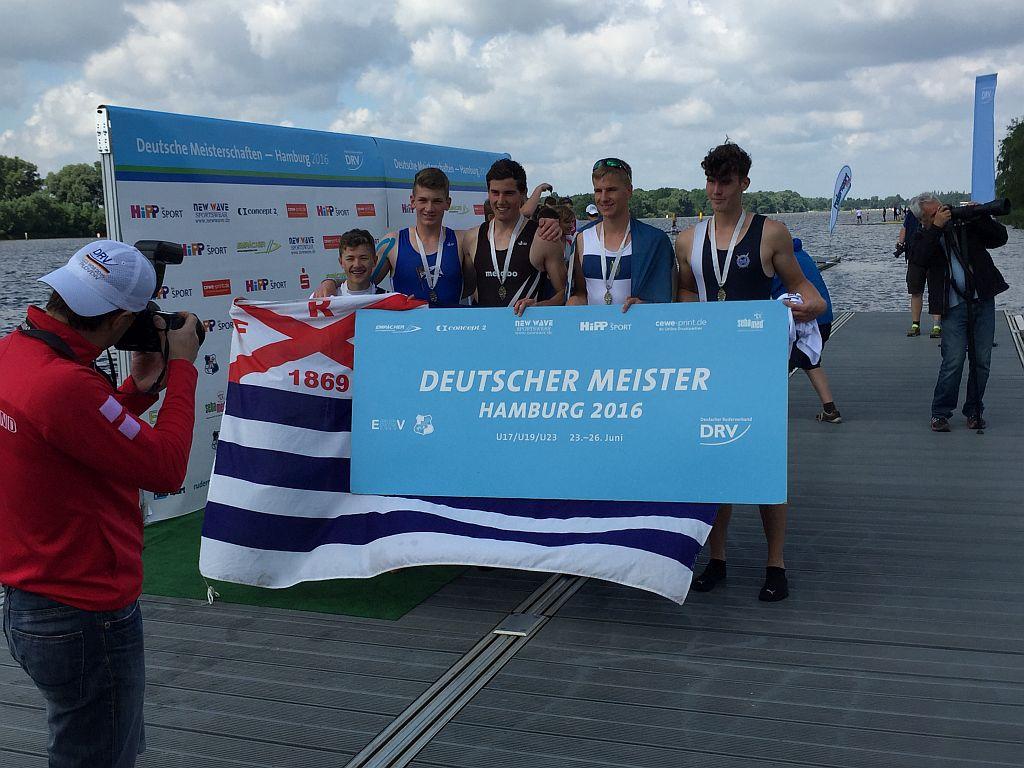 Tom Hinrichs (zweiter von links) mit seinen Partnern aus Frankfurt, Mannheim und Nürtingen