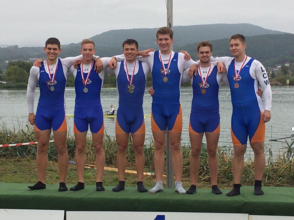 Drei Zweier ohne Mannschaften: Jakob Stalf und Felix Hackenbroch (Silber), Nils Krause und Tom Hinrichs (Gold), Simon Schmitt und Felix Wüst (Bronze). (von links nach rechts)